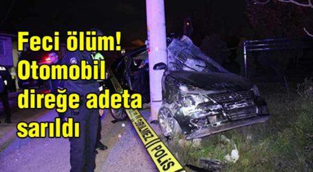 Feci ölüm! Otomobil direğe adeta sarıldı