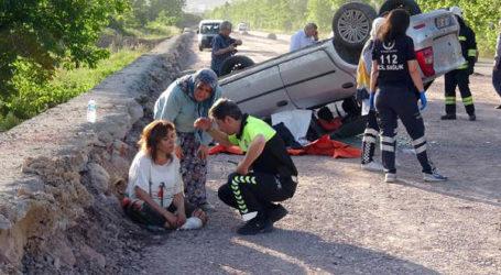 Kadın, ölen eşi araçtan çıkarılmadan hastaneye gitmedi