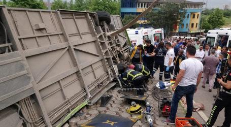 Otobüs devrildi: 6 kişi yaralandı