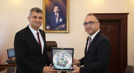 Kaymakam'a ilk ziyaret Başkan Sezer'den