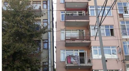 İzmit'te iki bina arası depremde açıldı